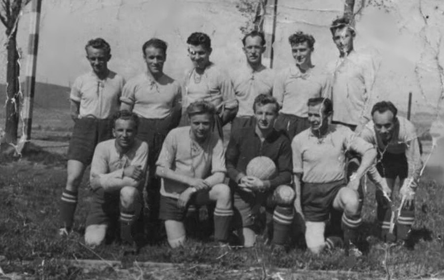 fotbalova-jedenactka-ze-zacatku-50-letmini